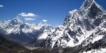 Sierra de alta montaña con nieve