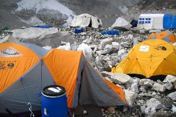 Campo base - tiendas de campaña