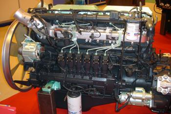 Motor con sistema de alimentación diesel por inyector bomba.