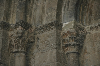 Capitel con hojas caladas, Huesca