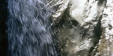 Salto de agua en el Barranco de Lapazosa, Huesca