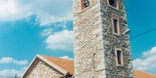 Iglesia y campanario en Piñuécar Gandullas