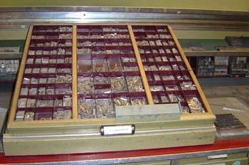 Caja con tipos de plomo