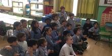 """Los niños y niñas de 5 años A  cantan """"Qué bonito"""" en LSE (lengua de signos española)"""