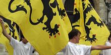 El León de Flandes, la bandera en un ensayo, Brujas, Bélgica