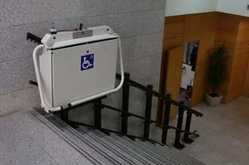 Dispositivo para salvar barreras arquitectónicas