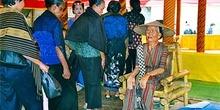 Presentación de respetos a estatua, Sulawesi, Indonesia
