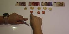 Monedas y billetes. Equivalencias.