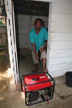 Motores extracción de agua, Melaboh, Sumatra, Indonesia