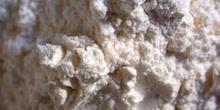 Mineral  de color blanco