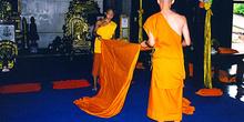 Monjes limpiando, Tailandia
