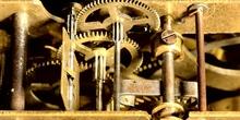 Primer plano de Engranajes dorados en movimiento