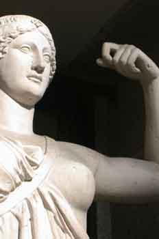 Detalle de la escultura de Niké, diosa griega de la victoria