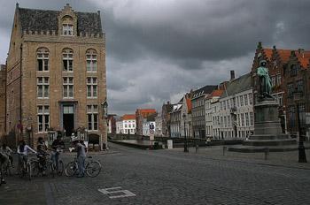 Jan Van Eyckplein en Plaza de Jan Van Eyck, Brujas, Bélgica