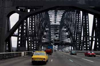 Bajo el puente de Sydney, Australia