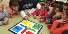 Buddies: 5 años y sexto enseñando a jugar. 7
