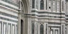 Puerta lateral del Duomo, Florencia