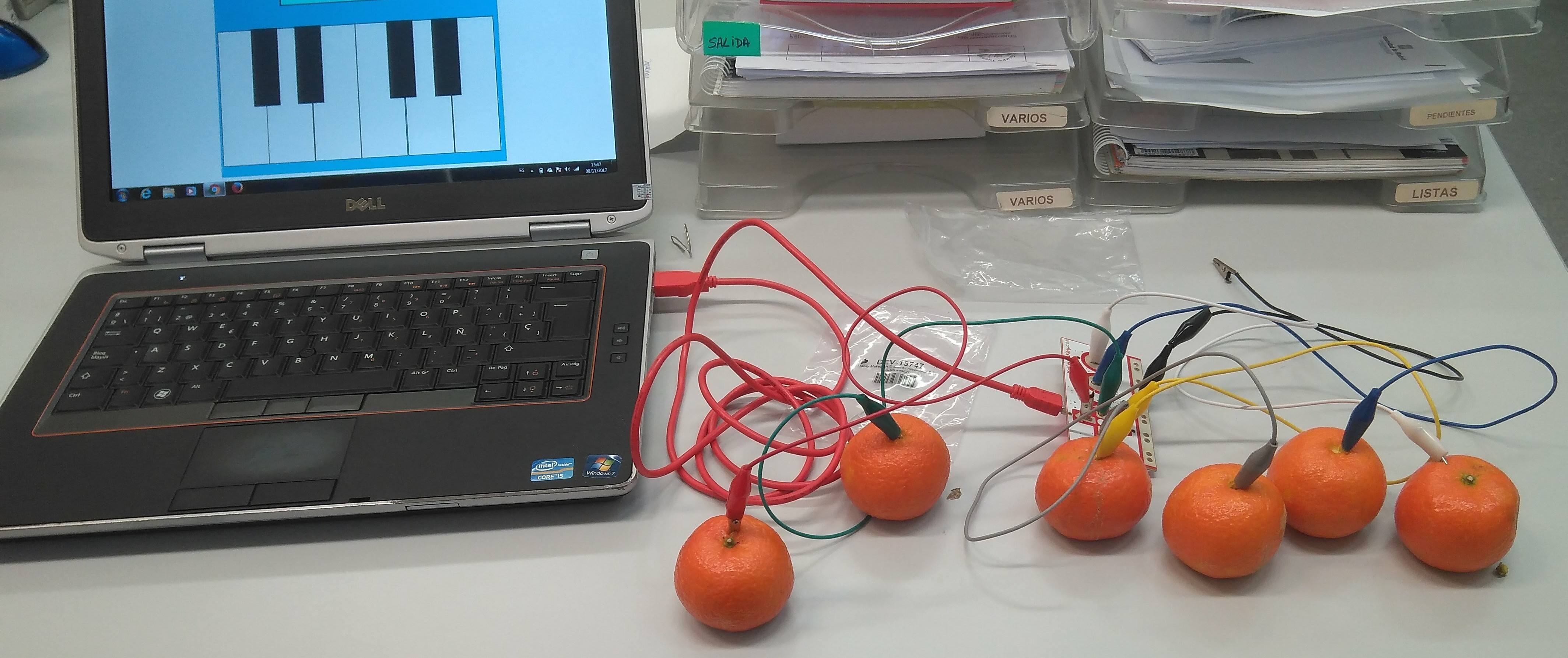 Piano con mandarinas
