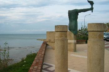 Estatua dedicada a los Juegos Olímpicos en l´Escala, Gerona