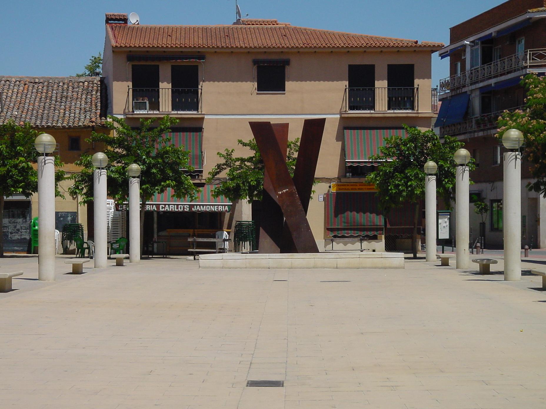 Plaza en Velilla de San Antonio