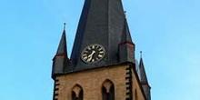 Característica torre inclinada de Dusseldorf, Alemania