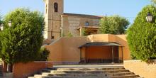Iglesia, campanario y plaza en Batres
