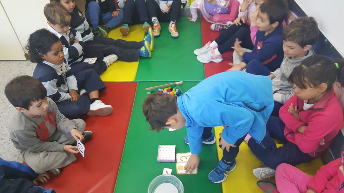 Las abejas de Infantil 5c aprenden a sumar jugando