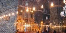 Sala principal para rezar en Yeni Camii, Estambul, Turquía