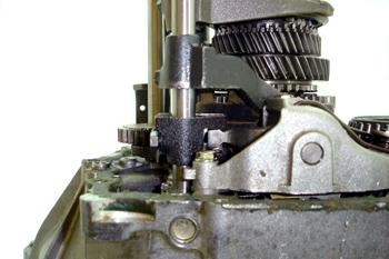 Caja de cambios transversal. Detalle del dedo selector