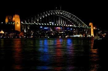 Vista nocturna del puente de Sydney, Australia
