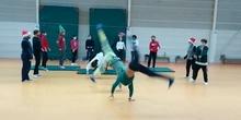 2020_12_Sexto C disfruta haciendo coreografías de Acrosport_CEIP FDLR_Las Rozas