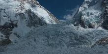 Cascada de hielo del Khumbu, vista desde campo base