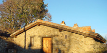 Fachada de casa en La Serna del Monte