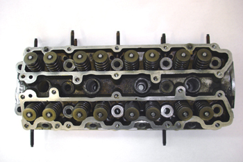 Culata de doble árbol de levas y 4 válvulas por cilindro. Vista