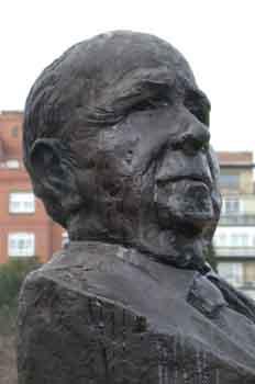 Monumento a Don Pedro Escartín, seleccionador nacional y árbitro