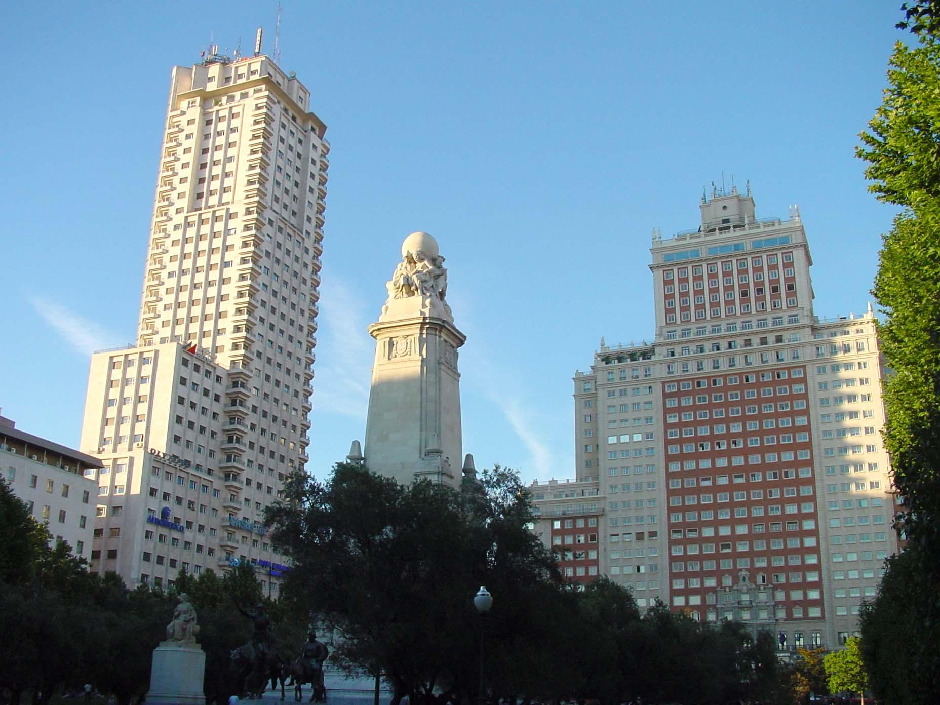 Torre de Madrid y Edificio España en plaza de España de Madrid