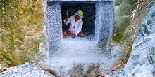 Detalle de panteón en construcción, Sulawesi, Indonesia