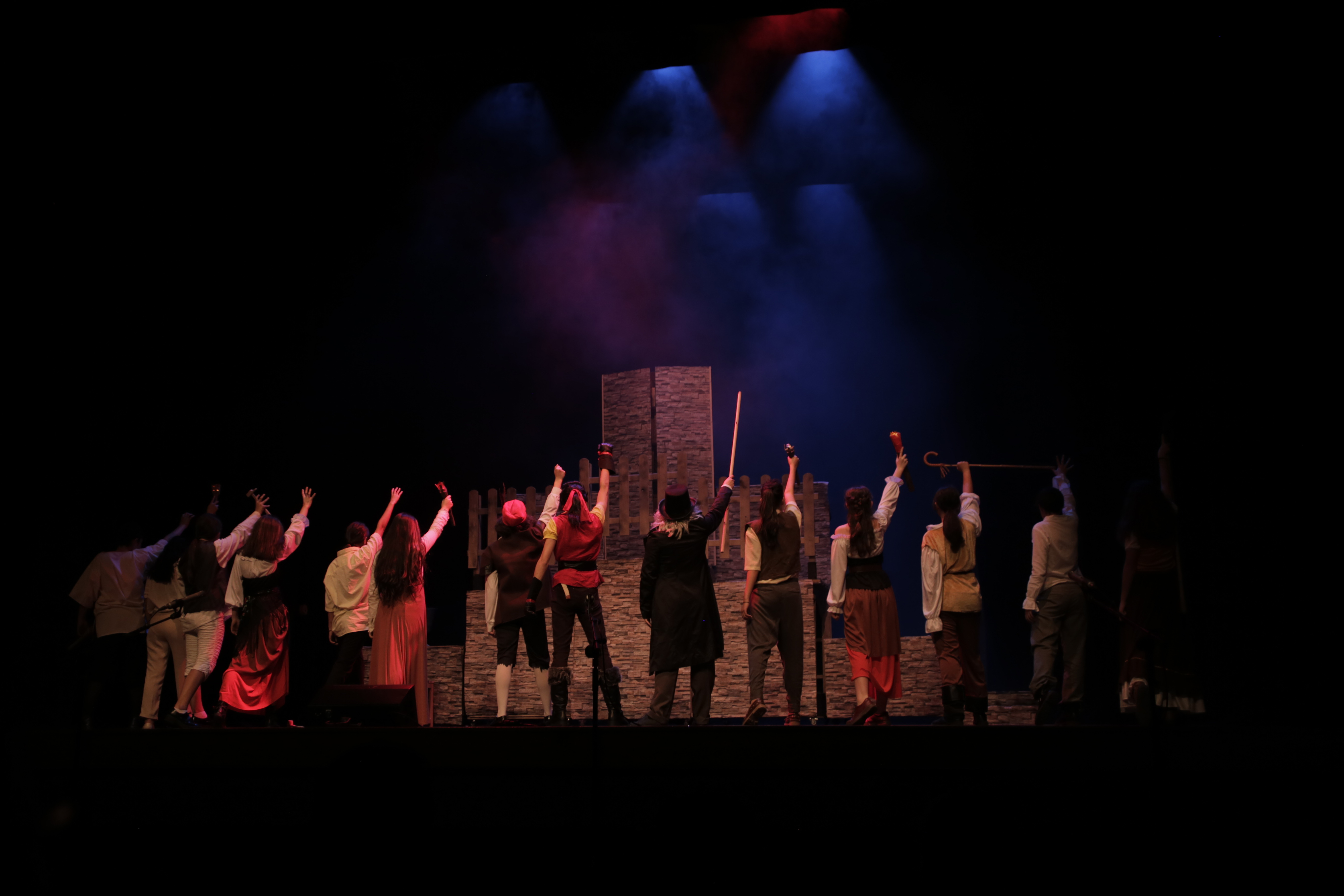 La Bella y la Bestia - Musical del Grupo de Teatro del IES Nicolás Copérnico 1