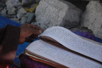 Libro con oraciones