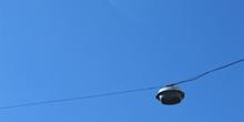 Farola colgada de los cables de luz, Sao Paulo, Brasil