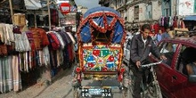 Calle con rikshas, Katmandú, Nepal