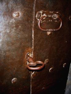 Tirador y cerradura con llave