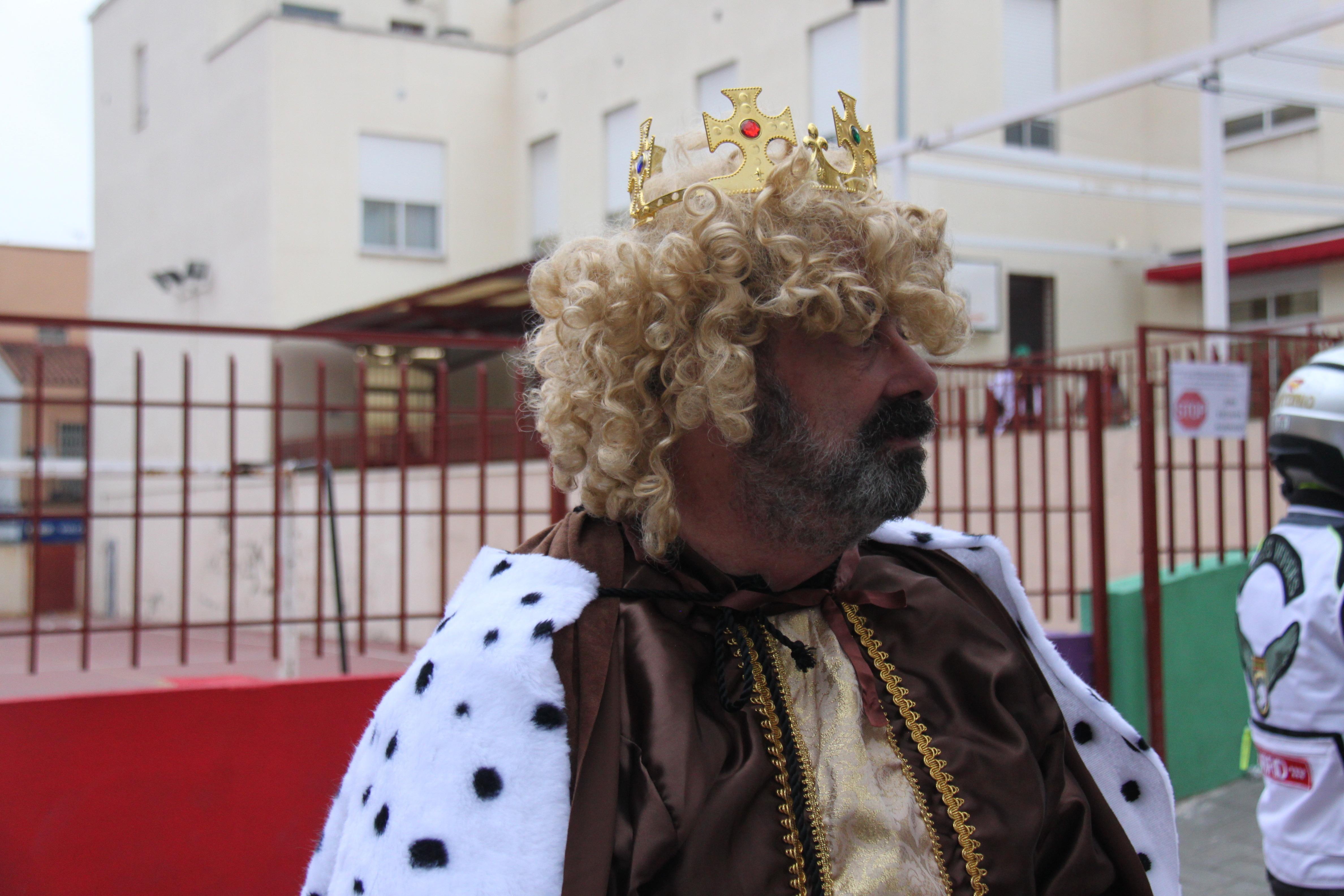 Visita de sus Majestades los Reyes Magos al colegio Luis Bello en moto 2018 3