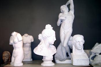 Conjunto de figuras de escayola