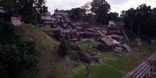 Vista de la Acrópolis Norte desde el Templo II, Tikal, Guatemala
