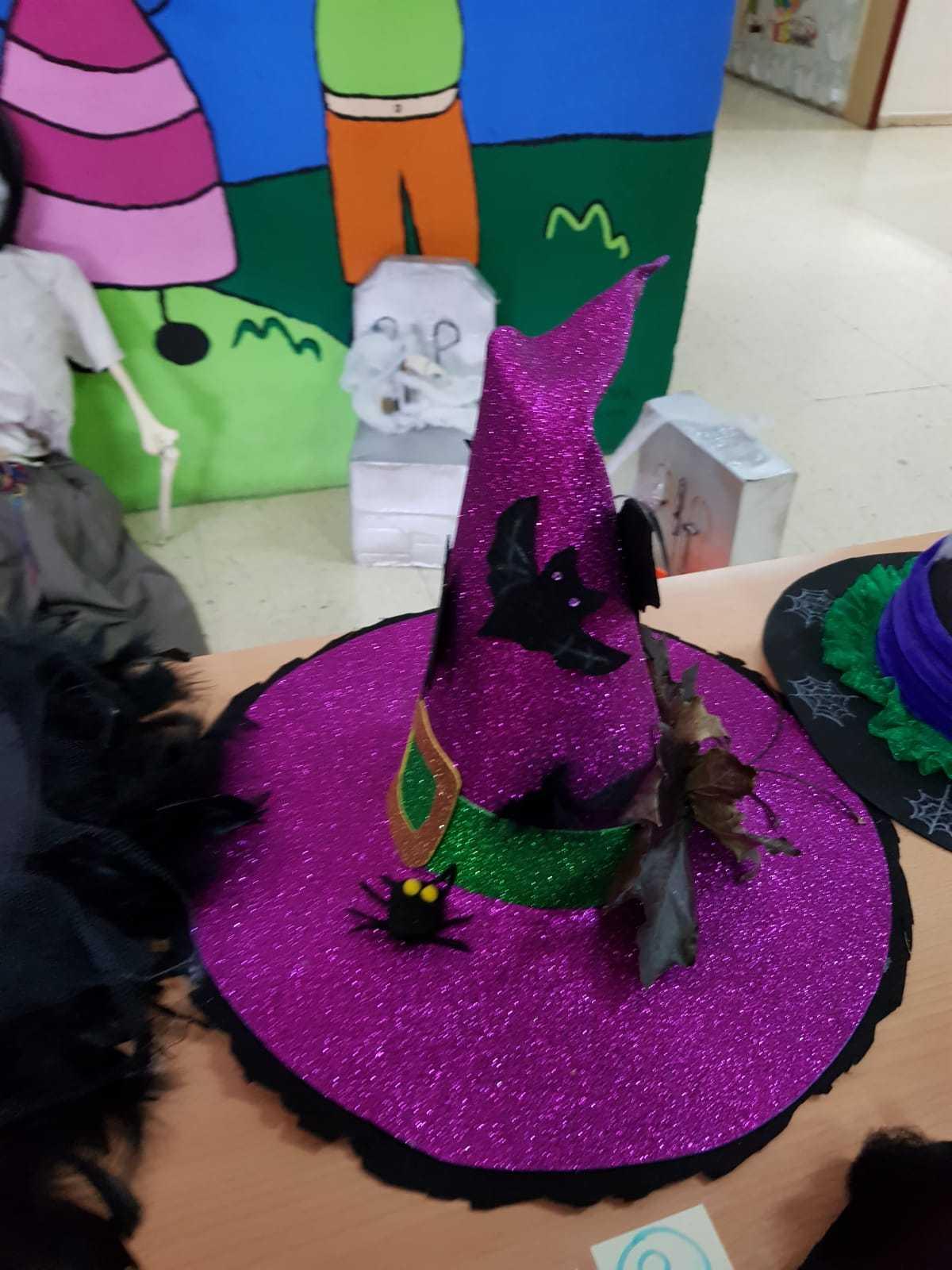 Curso decoración sombreros de bruja 10