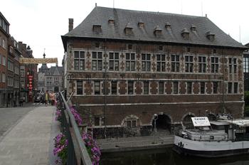Museo arqueológico desde el Puente de Francia, Namur, Bélgica