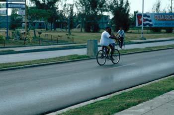 Personas en bicicleta, Cuba