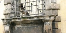 Perro en una ventana, Lucca