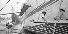Reparando el barco, Indonesia